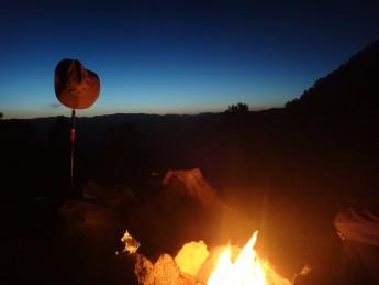 火はハイキングの相棒