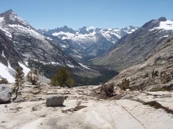 PCT John Muir Trail section Mather Pass から深い谷へ