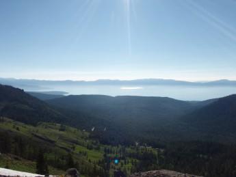 PCT N. California Tahoe Rim Trail  から望む Lake Tahoe